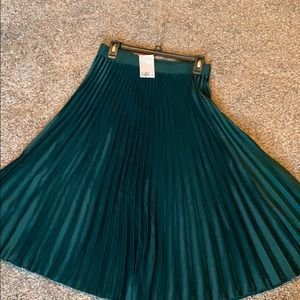 H&M Emerald dark green pleated skirt... size 10